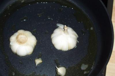 Lammhachse an scharfen Drillingen und Ziegenkäse im Salbei-Schinkenmantel - Rezept