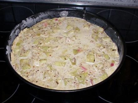 Rhabarber-Kuchen mit Schmand -Nuß-Guß - Rezept