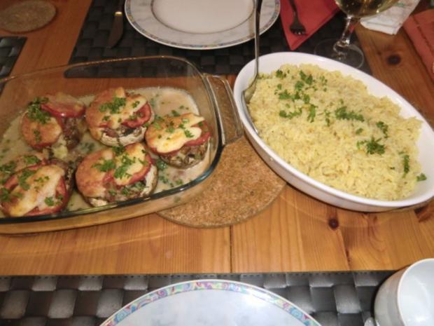 Champignons gefüllt mit Zwiebeln,  Speck und Ei überbacken mit Tomaten Mozzarella - Rezept - Bild Nr. 6