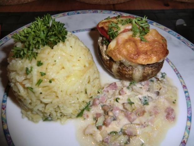 Champignons gefüllt mit Zwiebeln,  Speck und Ei überbacken mit Tomaten Mozzarella - Rezept - Bild Nr. 8