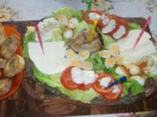 Irenes Salatplatte herzhaft & süß mit gerösteten Brötchenscheiben !! - Rezept