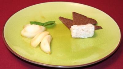 Karamellisierte Birne mit Roquefort und Pumpernickel - Rezept