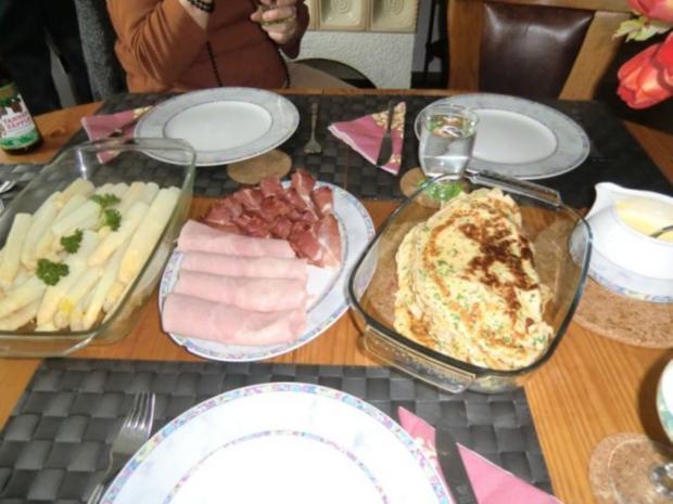Spargel mit 2-erlei Schinken, Kräuterpfannkuchen und Sauce Hollandaise - Rezept - Bild Nr. 2