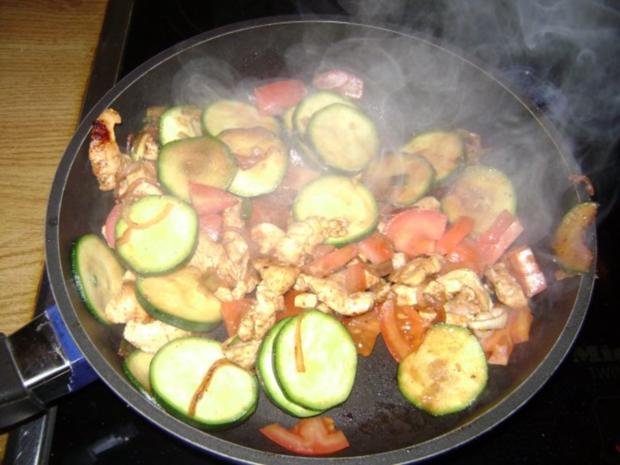 Schnelle Hähnchen - Zucchini Pfanne