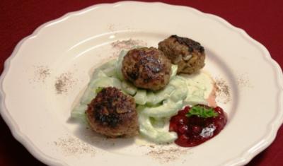 Rehfrikadellchen mit Gurken-Meerrettich-Salat - Rezept