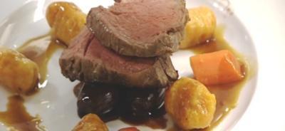 Rinderfilet an Kürbisgnocchi und Rotweinzwiebeln - Rezept