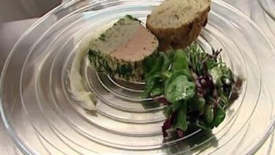 Lachs-Hechtterrine mit Honig-Dill-Senfsoße und Walnussbrot - Rezept