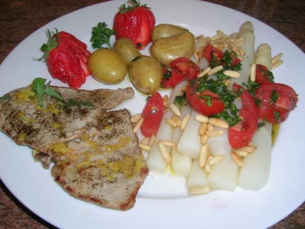 Spargel mit Zitronen-Kalbsschnitzel und Tomaten-Vinaigrette - Rezept - Bild Nr. 2