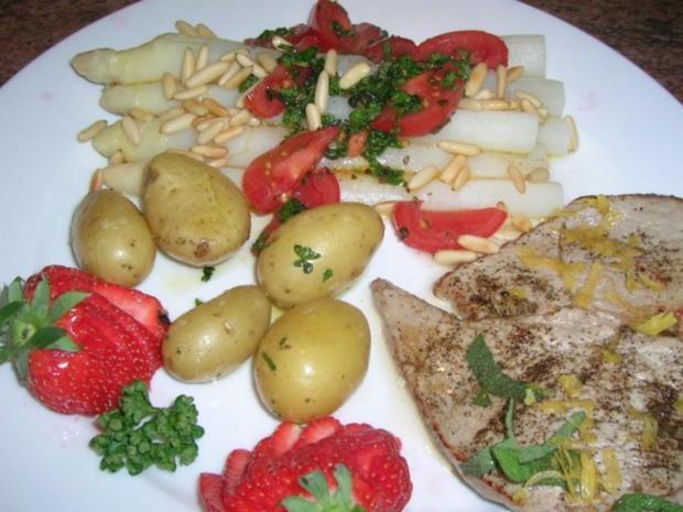 Spargel mit Zitronen-Kalbsschnitzel und Tomaten-Vinaigrette - Rezept - Bild Nr. 3