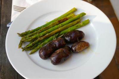 Grüner Spargel mit blauen Trüffelkartoffeln - Rezept