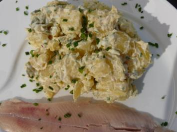 Kartoffelsalat nach Großmutters Art mit Forellenfilets - Rezept