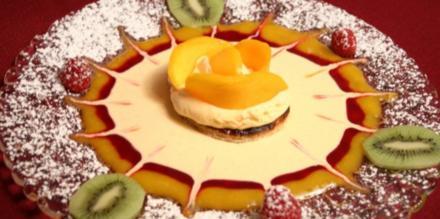 Pflaumenwein-Törtchen mit Mango und Soßenvariation - Rezept
