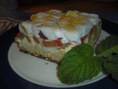 Rhabarber-Quarkkuchen mit Mandelbaiser - Rezept