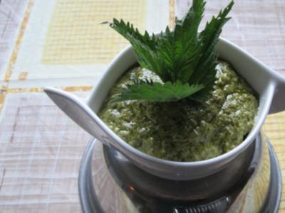 Pesto-Grundrezept, Beispiel Brennnesselpesto - Rezept