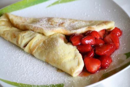 Pfannkuchen mit Erdbeer-Rhabarberkompott - Rezept