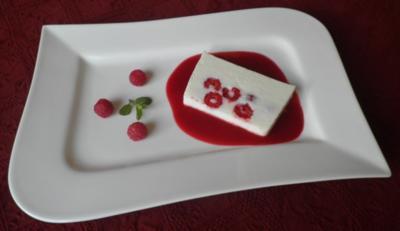 Buttermilch - Terrine mit Himbeeren - Rezept