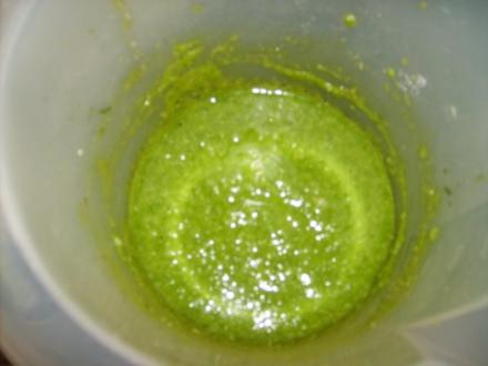 Basilikum - Macadamianuss Pesto - Rezept