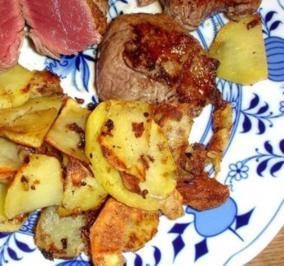 Rinderfilet mit Bratkartoffeln auf Pfeffersauce - Rezept