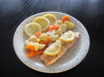Gedünsteter Lachs auf Gemüsebeet - Rezept