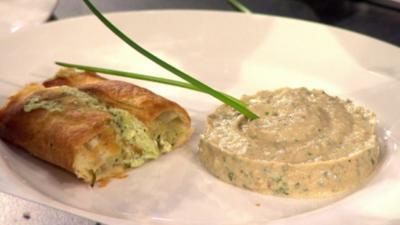 Spinat-Blätterteigrolle mit Auberginenpüree (Fady Maalouf) - Rezept