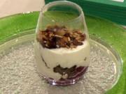 Joghurt-Sahnecrème mit Sauerkirschen und Krokant (Mickie Krause) - Rezept