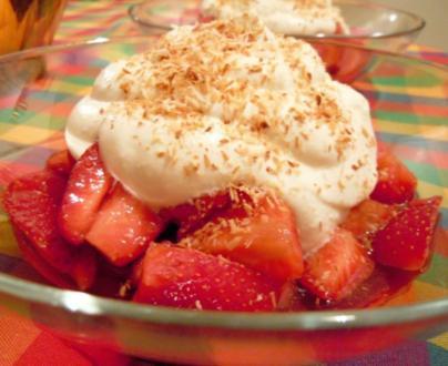 Erdbeeren mit Kokos-Sahne - Rezept