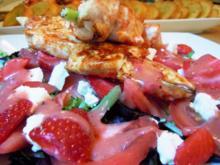 Salat mit scharfen Hähnchenspießen und Erdbeerdressing - Rezept