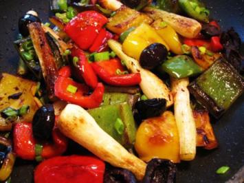 Paprika mit Frühlings-Zwiebeln ... - Rezept
