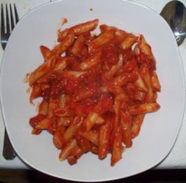 Tomatiger Würstchengulasch mit Paprika - Rezept
