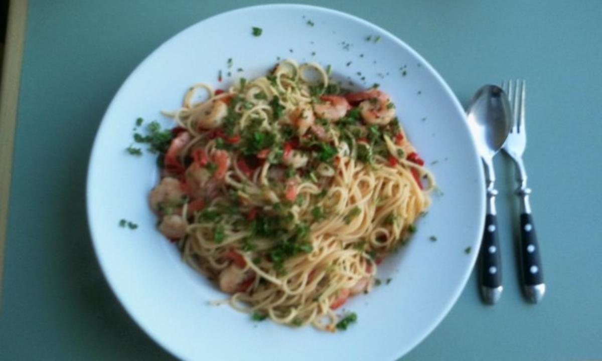 Spaghetti Diavolo Aglio Olio e Gamberi e Peperoncini ...