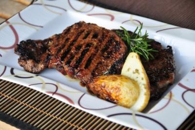 American Beef: Striploin Steak mit Folienkartoffeln - Rezept