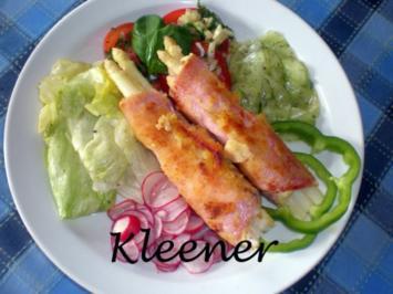Spargel in Schinken gebacken auf Salat der Saison - Rezept