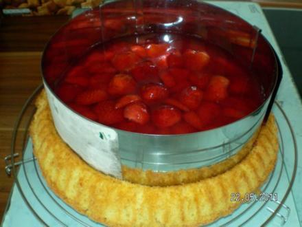 Biskuitboden mit Erdbeeren - Rezept