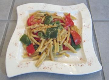 Makkaroni mit Paprika-Sahnesauce - Rezept