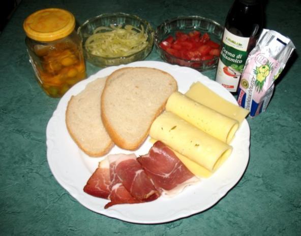 Snack/Brot - Toast mit Tomaten, Zwiebeln und rohem Schinken - Rezept - Bild Nr. 2