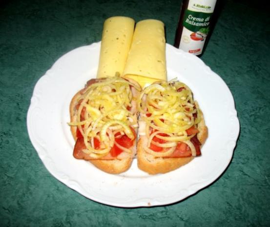 Snack/Brot - Toast mit Tomaten, Zwiebeln und rohem Schinken - Rezept - Bild Nr. 3