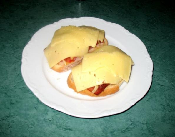 Snack/Brot - Toast mit Tomaten, Zwiebeln und rohem Schinken - Rezept - Bild Nr. 4