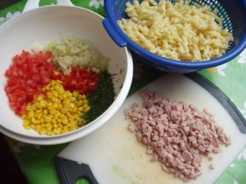 Nudelsalat - rot - gelb - grün - Rezept