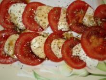 Salat: Mozzarella-Tomaten-Teller als Vorspeise oder Beilage - Rezept