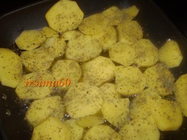 Schmorkartoffeln mit Ei und Gurkensalat - Rezept - Bild Nr. 2