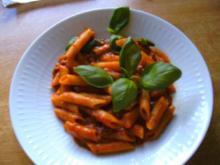 Nudeln mit Tomatensoße.. und Mett - Rezept