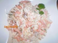 Krautsalat mit Möhren, Apfel und Walnüssen - Rezept