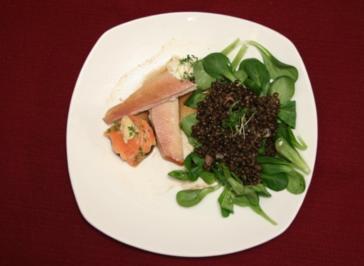 Räucherforellenpralinen und -filet an lauwarmen Belugalinsen im Feldsalatbett - Rezept