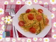Pasta mit Kirschtomaten, grünen Bohnen und Speck - Rezept