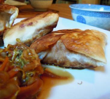 Lachs im Knusperteig mit Apfel-Ingwer-Mus und Chinakohl-Gemüse - Rezept