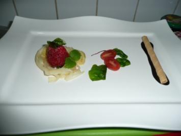 Karamelisierte Erdbeere im Spargelnest und marinierter Tomate - Rezept