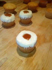 Rezept: Karamell Cupcakes mit Vanille Topping