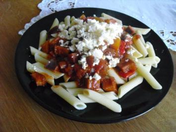 Gemüse-Sugo mit Penne und Feta - Rezept