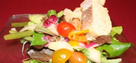 Gemischter Salat mit leichtem Dressing - Rezept