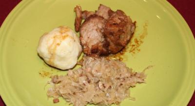 Schweinsbraten, Sauerkraut und Kartoffelknödel - Rezept